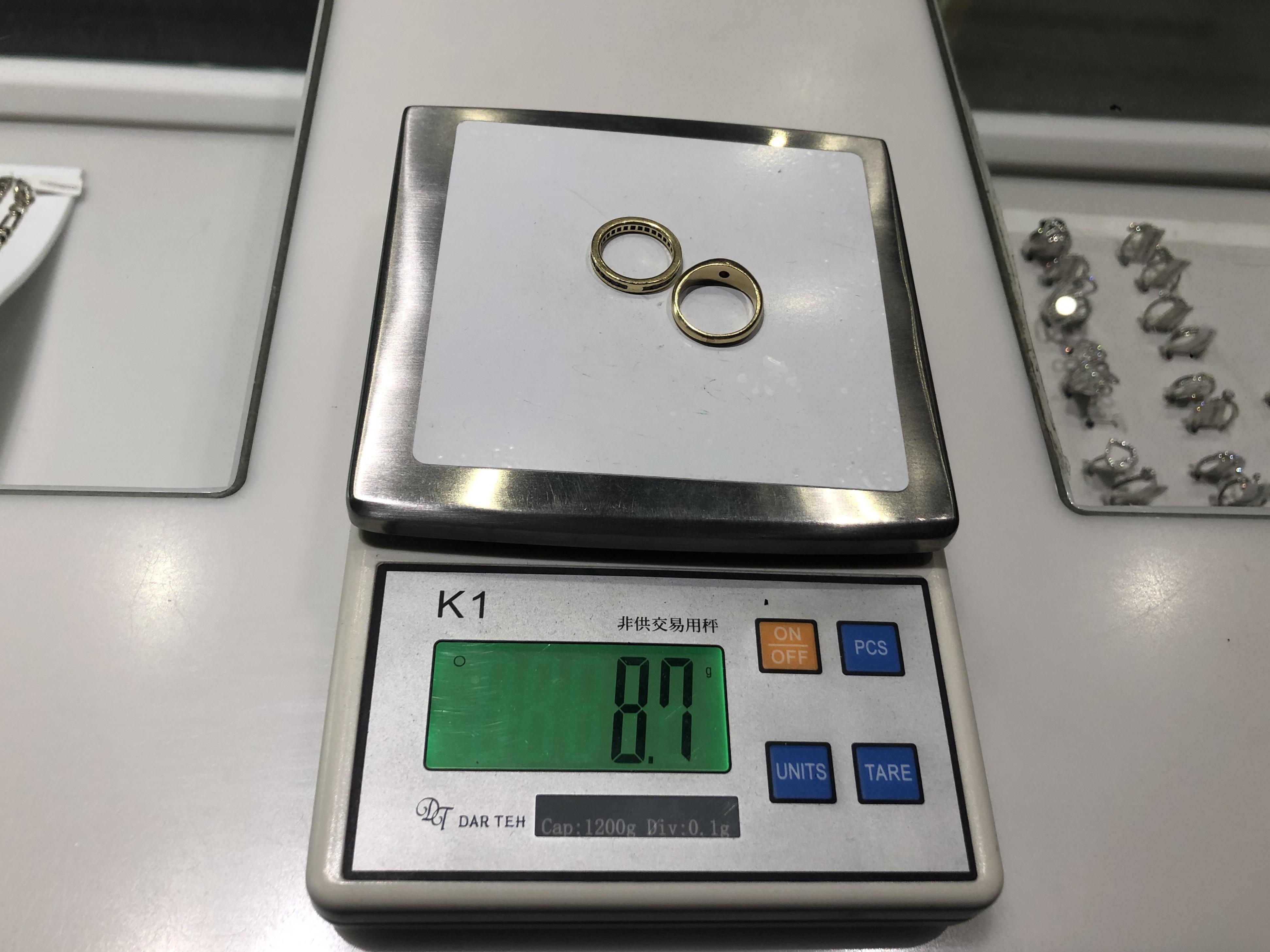 Pesée de vos bijoux sur une balance